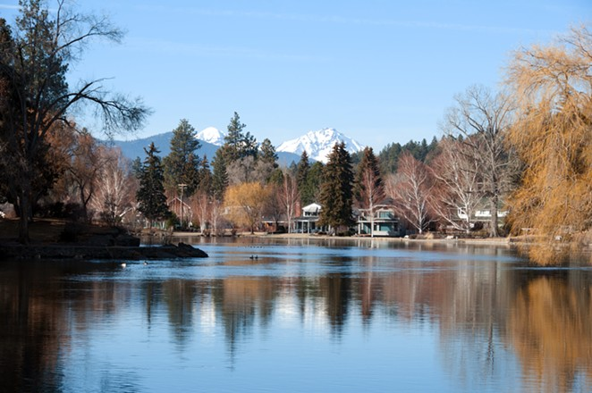 Mirror Pond in the winter. - CANSTOCKPHOTO.COM