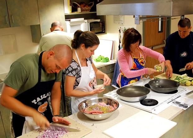 A cooking class in the U.S. - WIKIMEDIA