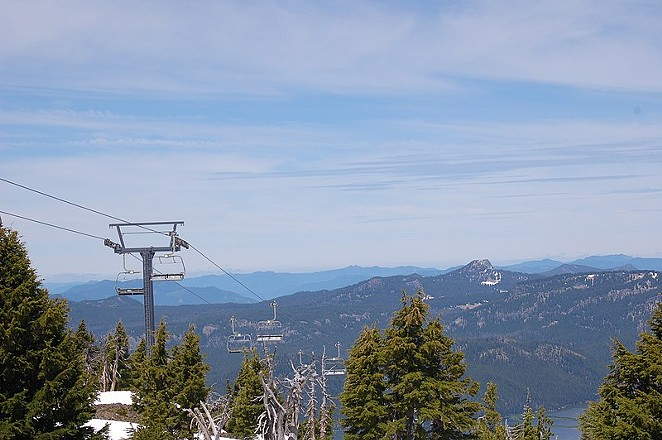 One of Mt. Bachelor's chairlifts rises above patchy snow. What will this winter bring, snow feast or famine? - WIKIMEDIACOMMONS.