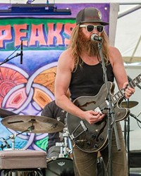 Scott Pemberton performs during a former 4 Peaks festival. You can cath him at this year's mini festival as well!