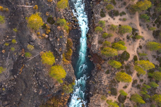 What a bird sees as it flies over the Upper Deschutes River. Beautiful shot from @natewyeth. Tag @sourceweekly on Instagram to get featured in Lightmeter. - @NATEWYETH