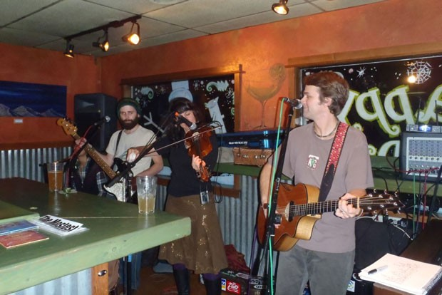 From left, Patrick Pearsall, Julie Southwell and Mark Ransom perform at Parrilla Grill in 2010. - LAUREL BRAUNS