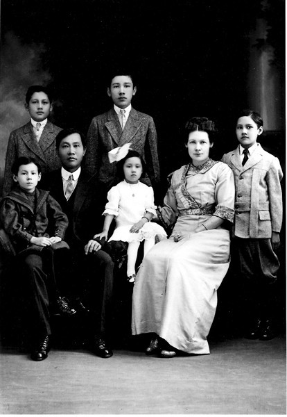 The Fong See family from 1914.