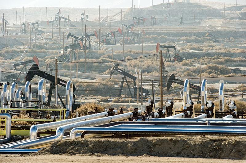 OH, FRACK An oil field in Kern County in California—that's a lot of oil, pops!