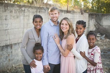 THE HALL FAMILY(From bottom left to right) Lily, Hana, Ryan, Sara, Mia and Jasmine.