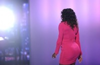 Buzzing on the 'Net ... Serena William's booty!