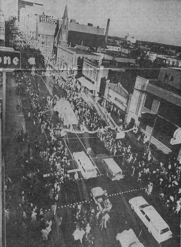 A microfilm screen capture from the Charlotte Observer shows tens of thousands of Charlotteans celebrating Thanksgiving Day in 1958.