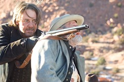 RICHARD FOREMAN / LIONSGATE - A SHOULDER TO LEAN ON: Ben Wade (Russell Crowe) takes aim in 3:10 to Yuma