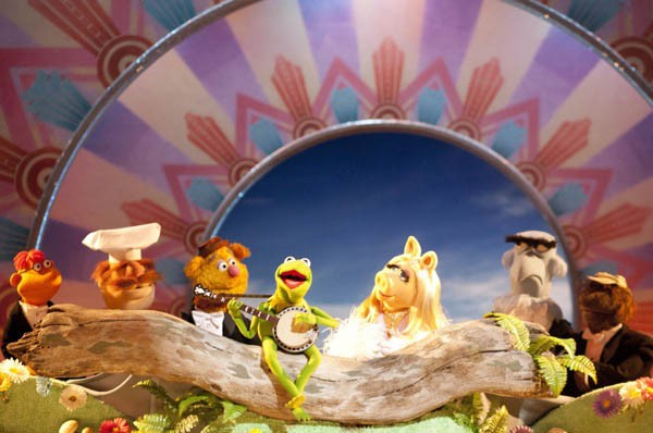 "ALWAYS CHASING RAINBOWS: Kermit performs ""The Rainbow Connection"" in The Muppets. (Photo: Disney)"