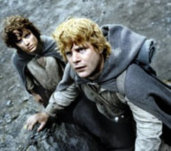 PIERRE VINET / NEW LINE - AN UPHILL STRUGGLE Elijah Wood and Sean Astin - continue their arduous trek in The Lord of the - Rings: The Return of the King