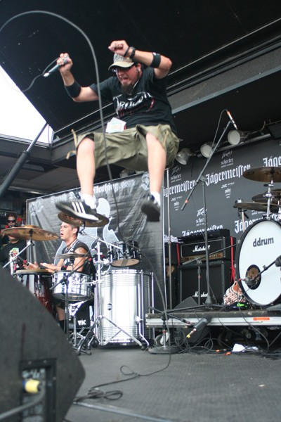 Ankla's Ikaro Stafford leaps off the drum riser. (Vans Warped Tour, Verizon Wireless Amphitheatre, July 23)