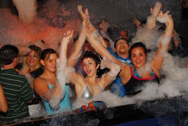 Bar-Foam Party09