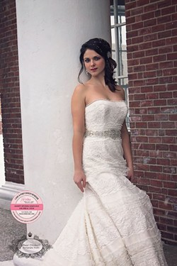 Beautiful wedding gowns at deep discount!