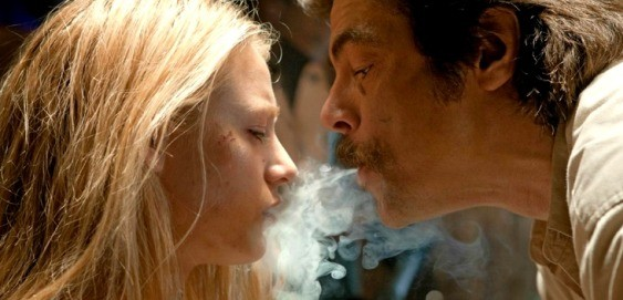 Blake Lively and Benicio Del Toro in Savages (Photo: Universal)