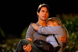 FOX - CARRY THAT WEIGHT: Tom Cruise and Cameron Diaz in Knight and Day
