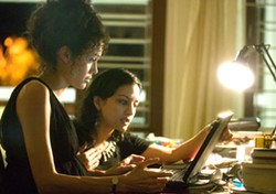 PETER MOUNTAIN / PARAMOUNT VANTAGE - COMPUTER MONITORS: Mariane (Angelina Jolie) and her friend Asra (Archie Panjabi) look for clues online in A Mighty Heart.