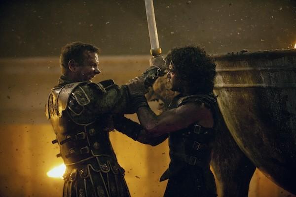 Corvus (Kiefer Sutherland) and Milo (Kit Harington) duel to the death in Pompeii. (Photo: TriStar)