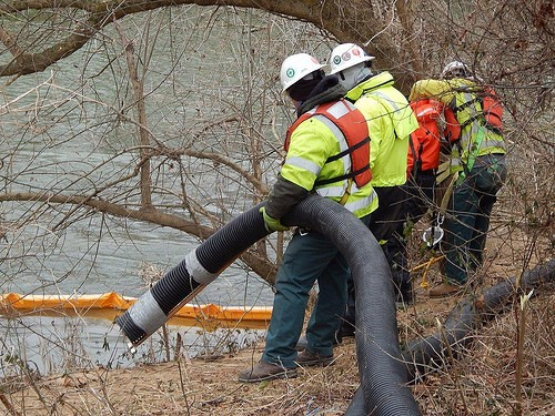 Crews vacuuming coal ash from the Dan River