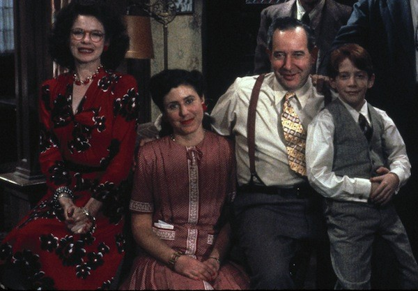 Dianne Wiest, Julie Kavner, Michael Tucker and Seth Green in Radio Days (Photo: Twilight Time)