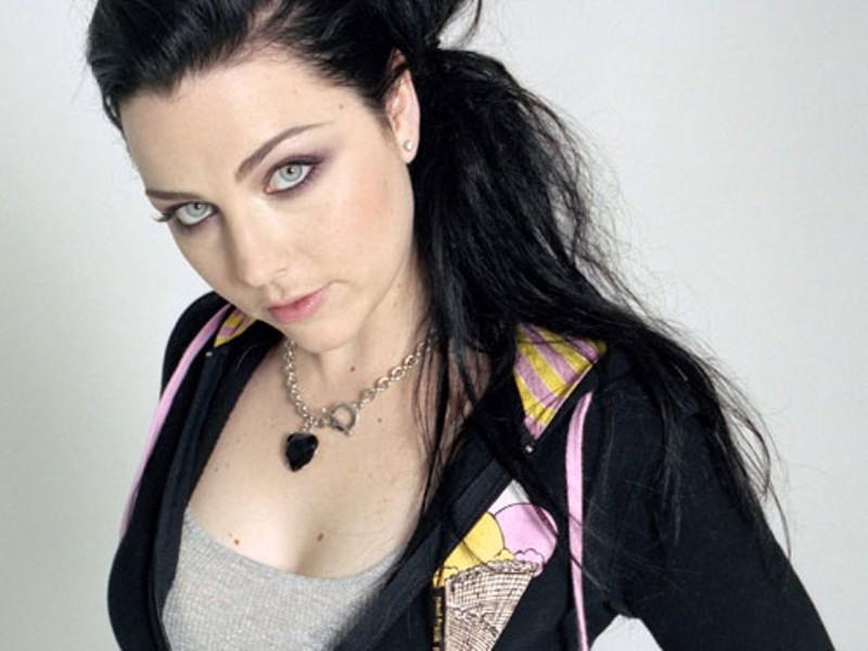 Evanescence plays at Verizon Wireless Amphitheatre on Aug. 8