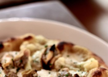 Featured Dish:  Clams/Mussels pizza