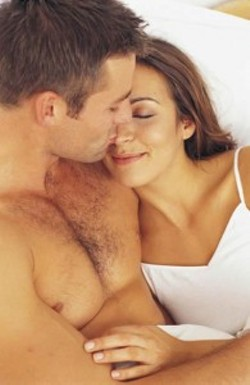 100-games-couple-in-bed-195x300.jpg