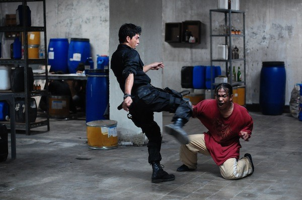 Iko Uwais (left) in The Raid: Redemption (Photo: Sony)