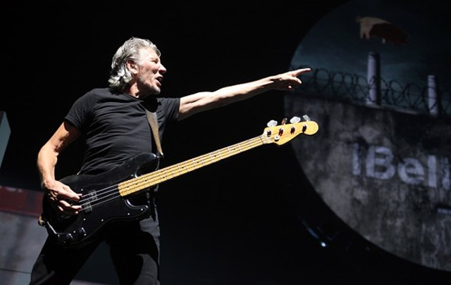 live review roger waters time warner cable arena 7 10 2012 vibes. Black Bedroom Furniture Sets. Home Design Ideas