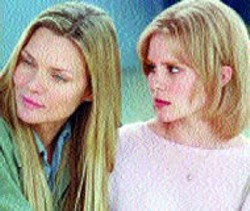 WARNER BROS - MOTHER-DAUGHTER DYNAMICS Michelle Pfeiffer - and Alison Lohman in White Oleander