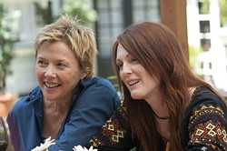 SUZANNE TENNER / FOCUS FEATURES - MY TWO MOMS: Annette Bening and Julianne Moore in The Kids Are All Right