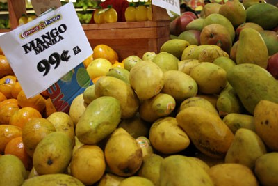 NOT-SO STRANGE FRUIT: Mangos at Compare Foods - CATALINA KULCZAR