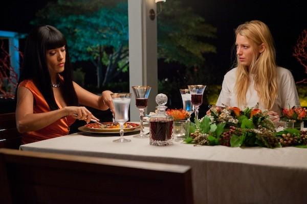 PRISON FOOD: Drug lord Elena (Salma Hayek, left) shares a meal with her captive O (Blake Lively) in Savages. (Photo: François Duhamel / Universal)