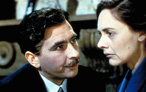 Robert Newton and Celia Johnson in This Happy Breed (Courtesy of the Criterion Collection)