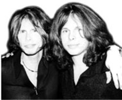 COURTESY DRAWTHELINE.NET - SEEING DOUBLE? Steven Tyler of Aerosmith (left) - with Neill Byrnes of Draw The Line