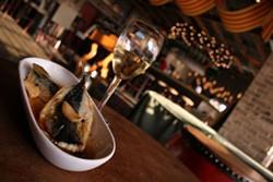 CATALINA KULCZAR - SMELL THE SENSATIONAL: Fried sardines