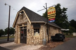CATALINA KULCZAR - SMOKE HOUSE: Stallings Rock Store Bar-B-Q