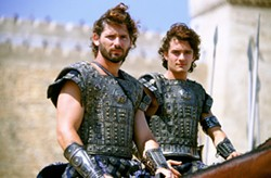ALEX BAILEY / WARNER BROS. - SOLDIER BOYS: Hector (Eric Bana) and Paris (Orlando Bloom) in Troy
