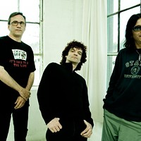 Steady as they go: Enanitos Verdes