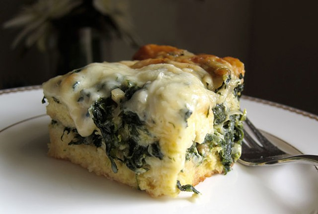 Breakfast strata with spinach and Gruyère | Eat My Charlotte