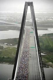 cooper_river_bridge_run_2008_t180.jpg