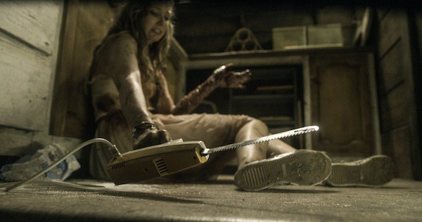THE FIRST CUT IS THE DEEPEST: Natalie (Elizabeth Blackmore) prepares to do some serious damage in Evil Dead. (Photo: TriStar Pictures)