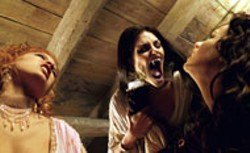 ILM / UNIVERSAL - THEY SUCK Dracula's brides (Elena Anaya and Silvia - Colloca) prepare to neck with Anna Valerious (Kate - Beckinsale) in Van Helsing