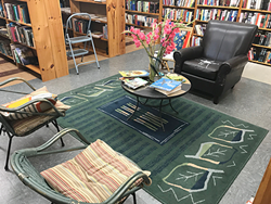 Book Buyers' comfy seating area. (Photo by Pat Moran)