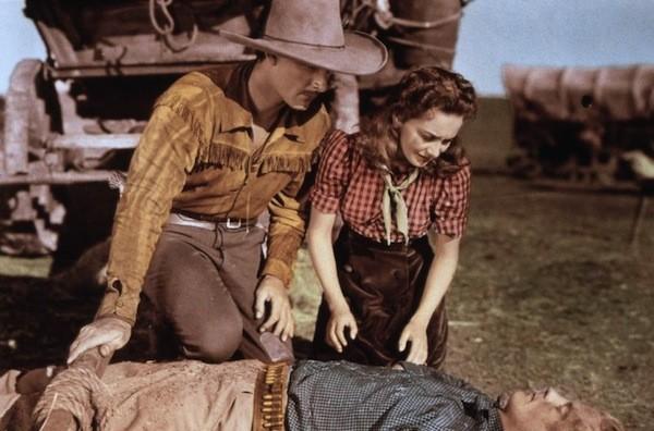 Errol Flynn and Olivia de Havilland in Dodge City (Photo: Warner Bros.)