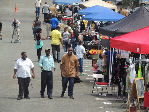 Hundreds of residents showed up for the grand opening of the Eastland Open Air Market on Aug. 15. (Photo by Ryan Pitkin)