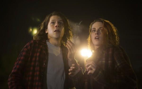 Jesse Eisenberg and Kristen Stewart in American Ultra (Photo: Lionsgate)