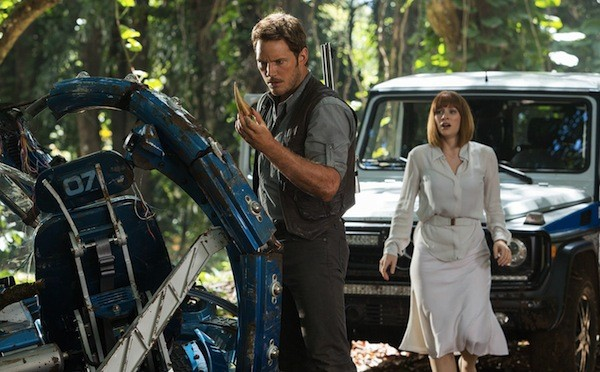 Chris Pratt and Bryce Dallas Howard in Jurassic World (Photo: Universal)