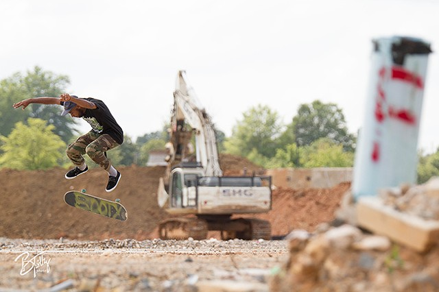 Dyshon Whidbee skates between a rock and a hard place. (Photo by Brian Twitty)