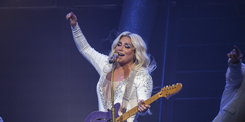 Rain doesn't dampen the party with Kesha and Macklemore