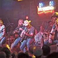 Gretchen Wilson, Big Kenny, Justin Moore and Joe Nichols participated in the third edition of the Stout Pull held in 2010. (Photo by Jeff Hahne)